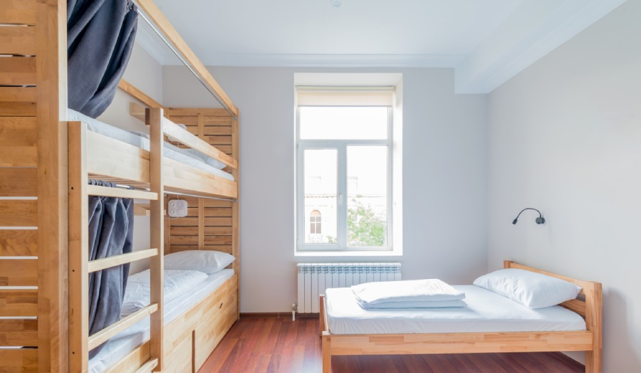 10 Dorm Room Cleaning Tips for College Students